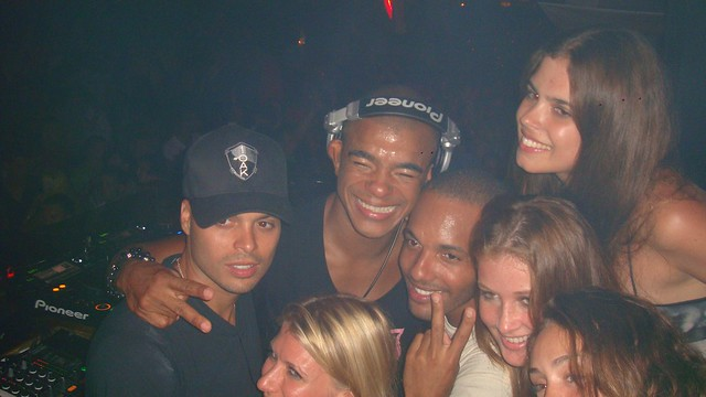 Group photo at Subliminal Sessions, Pacha