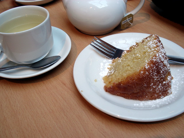 031. Lemon drizzle and tea to calm down