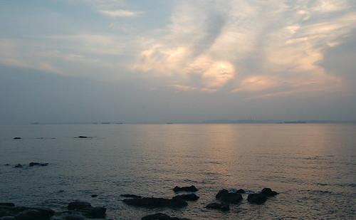 夕暮れの海から