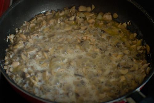 грибы в сковородке