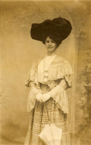 Big hat, lace and parasol.