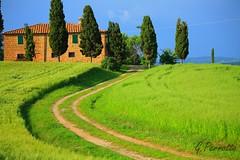 Casa dos Sonhos (G.Perretto (OFF)) Tags: blue sky italy green azul landscape paisagem cu tuscany cypress toscana verdes itlia 2010 dreamhouse ciprestes casadossonhos perretto
