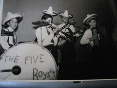 5LITTLE BOYS1 (claudy pairoux) Tags: guitars gibson collector