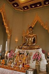Golden Buddha (Bangkok - Thailand) (Kaptah) Tags: statue canon thailand temple eos gold golden bangkok buddha religion sigma tailandia buddhism offering wat estatua buda templo dorado oro ofrenda budismo religin traimit 400d concordians