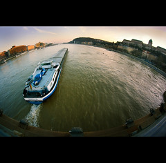 Day Thirty-three (ODPictures Art Studio LTD - Hungary) Tags: bridge river hungary ship cityscape sundown angle budapest wide bank bamberg cargo fisheye chain 365 duna naplemente 8mm danube embankment buda lnchd chainbridge samyang explored haj nagyltszg orbandomonkoshu bavaria83