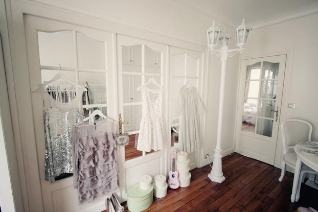 Castorama fllorlamp - Maison du Monde chair - Ikea hangers & boxes