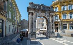 Pula (02) - Arch of the Sergii (Vlado Ferenčić) Tags: archofthesergii slavoluksergijevaca zlatnavrata pula istria istra vladoferencic hrvatska adriatic croatia vladimirferencic nikond600 nikkor173528