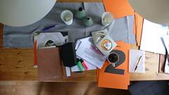 Projekttisch orange (QQ Vespa) Tags: planung projekt tisch arbeitstisch vonoben draufsicht