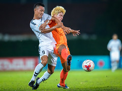 S.League 2017 (BP Chua) Tags: sleague football soccer sport singapore league action motion tackle orange white player japanese japan albirex albirexniigata hougang hougangunited stadium ball canon 1dx 400mm