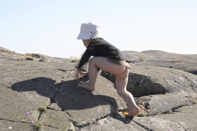 klättrar