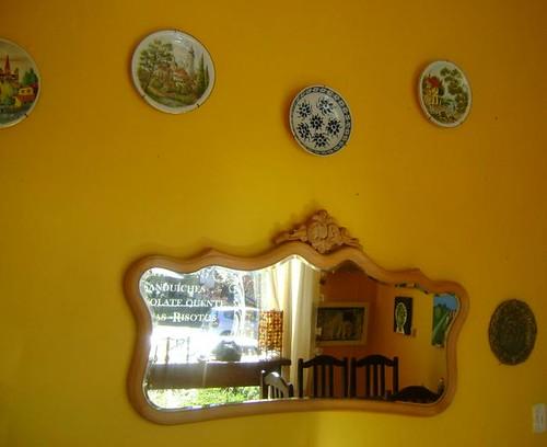 Espelho e pratos