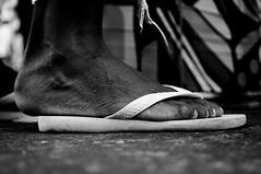 reality (Paula Marina) Tags: bw rio foot sadness downtown rj sandals centro pb flipflop havaianas reality p 2010 sandlia argos folia avenidariobranco riolifestyle carnaval2010 paulamarina