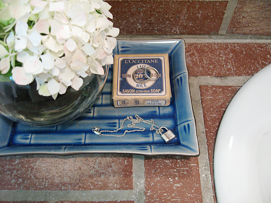 brick beach bathroom+hydrangeas+l'occitane soap+bamboo trays+bathroom decor details