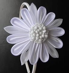 Blanco y Radiante - Encargo Personalizado (Glendys Bruzual) Tags: flor diadema kanzashi cintillo fabrichflower fabricheadpiece