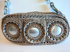 Using the Bottom of the Soda Can... (Pop Top Lady) Tags: green aluminum recycled crochet bags cans purses ecofriendly bottlecaps pulltabs upcycled anilhas lacres poptabs ringpulls poptops