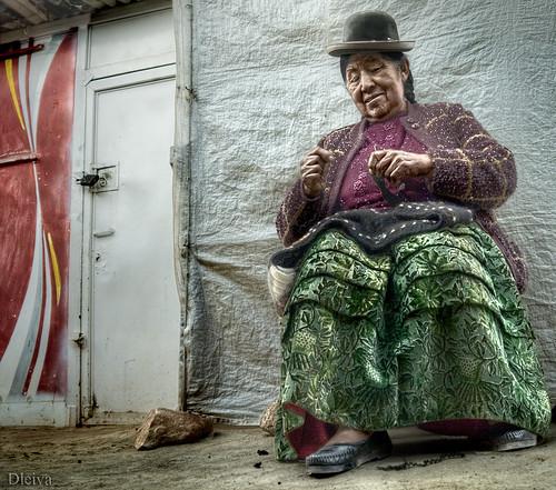 Weaver in Puno's city / tejedora en la ciudad de Puno (Perú)