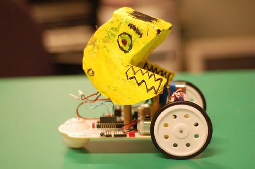 pacman robot by kids at Faro de Oriente
