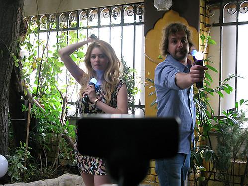 Palina und Schowi mit PlayStation Move