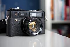 Yahica Electro 35 GTN (amchu) Tags: camera black lens rangefinder 17 yashica 45mm dx electro35 yashinon gtn amchu