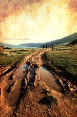 Cammina, cammina. ([L] di .zuma) Tags: lago bauxite terra otranto rossa camminare cammina excava