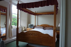 Four poster bed at the George Hotel