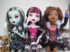 Strike a pose girls! (xTheBlackCatx) Tags: crescent frankie count clawdeen monsterhigh draculaura watzit