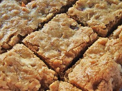 chewy, chunky blondies - 05