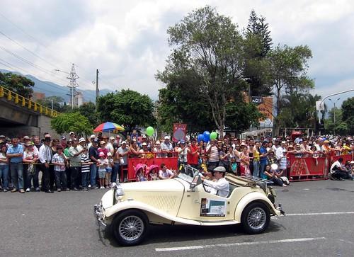 An antique car rolls down Avenida Las Vegas in El Poblado.