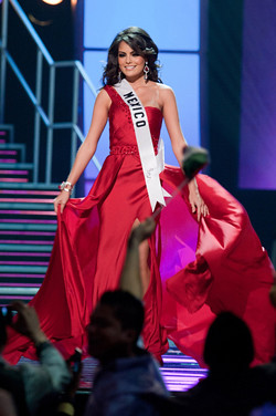 Jimena Navarrete wins Miss Universe 2010 crown
