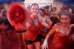 La Tomatina / Spain, Buol (flydime) Tags: travel red espaa valencia tomato spain action reportage tomatina buol latomatina bunol tomatofight reportaje 5photosaday