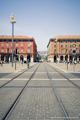 Place Masséna (Woods | Damien) Tags: city sculpture france lines square french nice place modernart south côtedazur tramway sud frenchriviera 南部 广场 法国 地中海 masséna gettywanabe