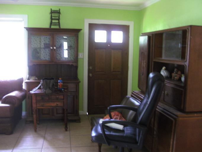 Living Room/Entrance