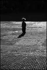 blondie (Jonathan Harel) Tags: blackandwhite bw holland haarlem silhouette geotagged child netherland grotemarkt img9526 geo:lon=463578 winkelcentrumbrinkmanpassage geo:lat=52381418