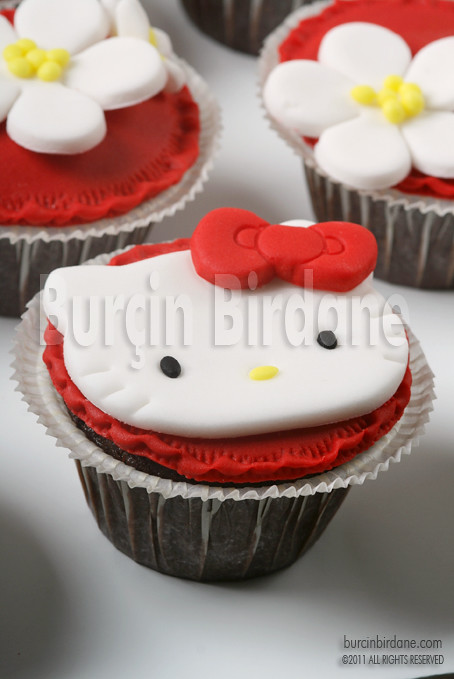 Hello Kitty Cupcake 3