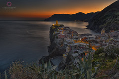 Magic Light in Vernazza (Claudio Cantonetti) Tags: 2017 nikon cinqueterre claudiocantonetti claudiocantonetticom estate italia italy landscape manarola mare monterosso paesi panorama portovenere riomaggiore sea summer travel vernazza viaggio villages villaggi sunset sunrise dawn lights yellow orange red colors seaside top reflection water
