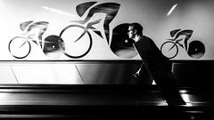 le tour de france 2017 (Hendrik Lohmann) Tags: street streetphotography duesseldorf bycicle tourdefrance race blackandwhite nikondf wideangle people hanks lot