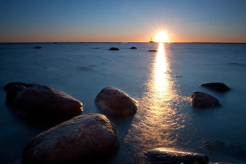 [フリー画像] 自然・風景, 朝日・朝焼け・日の出, 海, 日光・太陽光線, エストニア, 201007010700