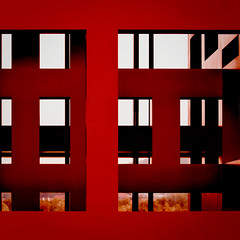 geometree (barbera*) Tags: trees windows red sculpture black lines geometry shapes zrich barbera zrichairport fl00r flughafenzrch 034720