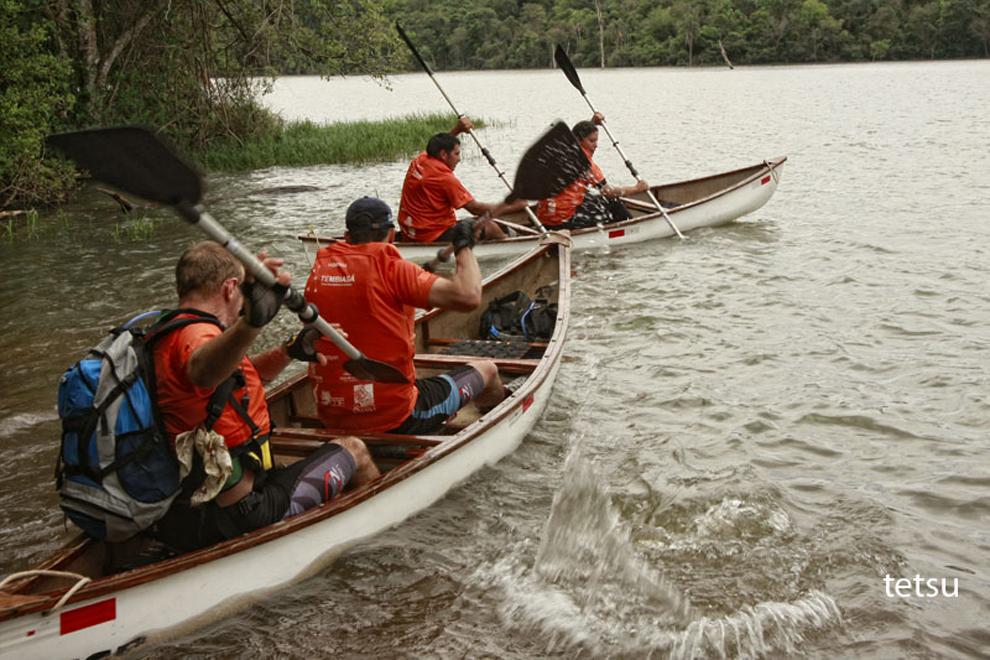 Los participantes empiezan un recorrido de aproximádamente 60 kilómetros por el Río Acaray hasta el siguiente puesto de control en la Reserva de Itabó.  (Tetsu Espósito - Itabó, Paraguay)