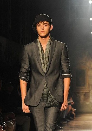 Robbie Wadge3323_SS11_Milan_John Varvatos(AFP BB News)