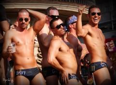 3 in a row (Esparkling) Tags: tres cuerpos baile chicos calor alegría gafasdesol robado esparkling