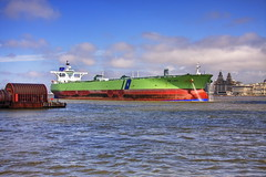 Bw Lake bound for Tranmere (Proscriptor McGovern) Tags: buildings river oil shipping liver mersey tanker crude vlcc