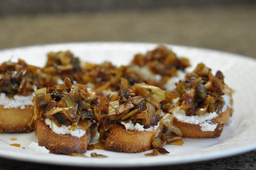 crostini with goat cheese and leeks