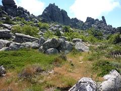 Sentier de montée Sud depuis Giannucciu : l'Uomu di Cagna sous une autre angle