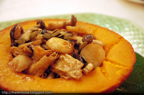 Tsui Hang Village Restaurant 翠亨邨 - Stewed Fungus with Bean Curd Sheet in Pumpkin