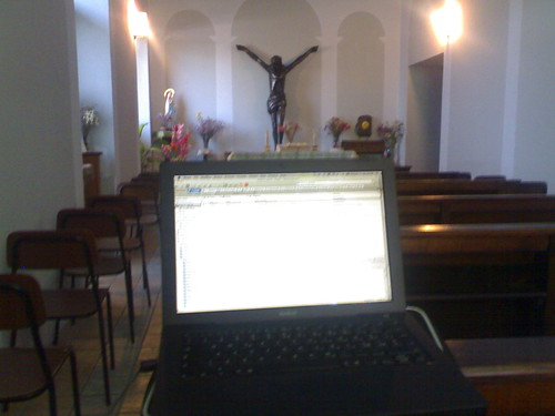 cappella stazione alessandria con macbook