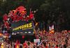 España y su desfile de campeones (prismatico) Tags: world madrid cup football spain bestof soccer esp topics fifaworldcup topix toppics toppix fifaworldcup2010 cup|topics|topix|bestof|toppics|toppix football|soccer|fifa 2010|fifa