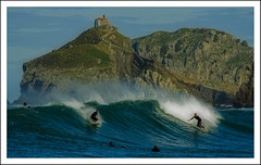 Surf XXL (Asi75er) Tags: travel sun clouds photoshop canon eos surf bilbao elements nubes bizkaia euskalherria euskadi bilbo basquecountry paisvasco bakio photoshopelements 400d canoneos400d