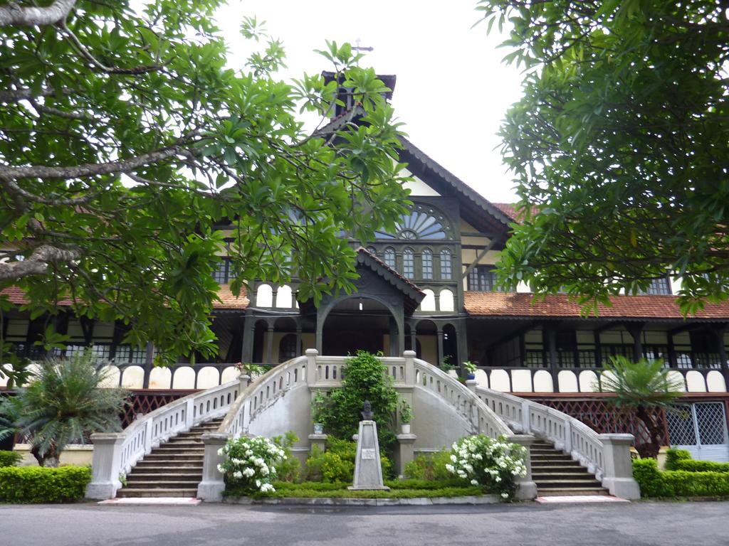 tòa giám mục kon tum