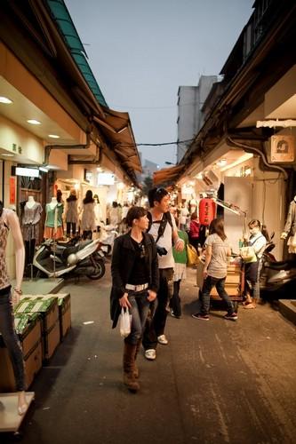 strolling along wu fen pu